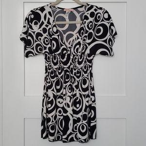 V neck black and white top